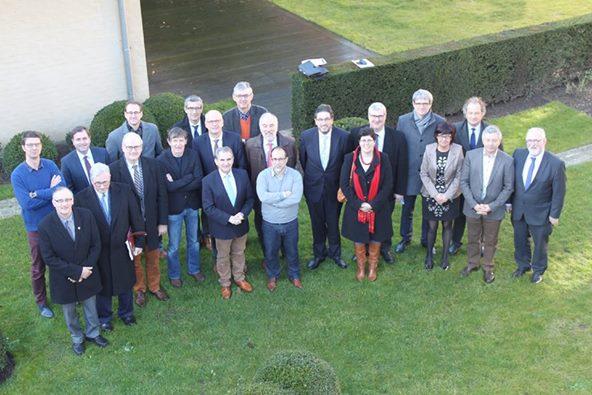 v.l.n.r. Dieter Hoet (Coördinator), Christof Dejaegher (Poperinge), Youro Casier (Wervik), Stephan Mourisse (Vleteren), Geert Sanders (Directeur wvi), Dirk Sioen (Zonnebeke), Marcus Vanden Bussche (Koksijde), Alain Wyffels (Langemark-Poelkapelle), Niek De Roo (wvi), Lode Morlion (Lo-Reninge), Guido Decorte (Provincie West-Vlaanderen), Toon Vancoillie (Kortemark), Sandy Evrard (Mesen), Patrick Lansens (Koekelare), Marc Lewyllie (Heuvelland), Roland Crabbe (Nieuwpoort), Peter Roose (Veurne), Lies Laridon (Diksmuide), Dorine Sioen (Westhoekoverleg), Gerard Liefooghe (Alveringem), Jan Durnez (Ieper).
